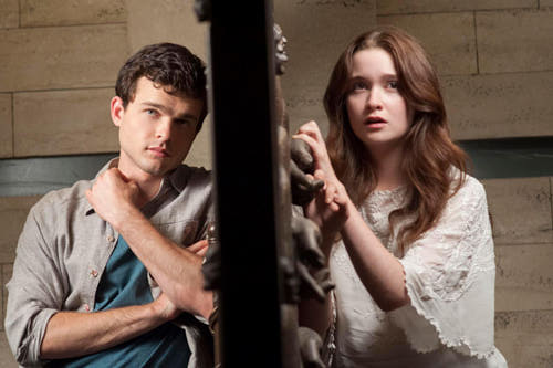 beautiful-creatures-ALDEN-EHRENREICH-ALICE-ENGLERT-2